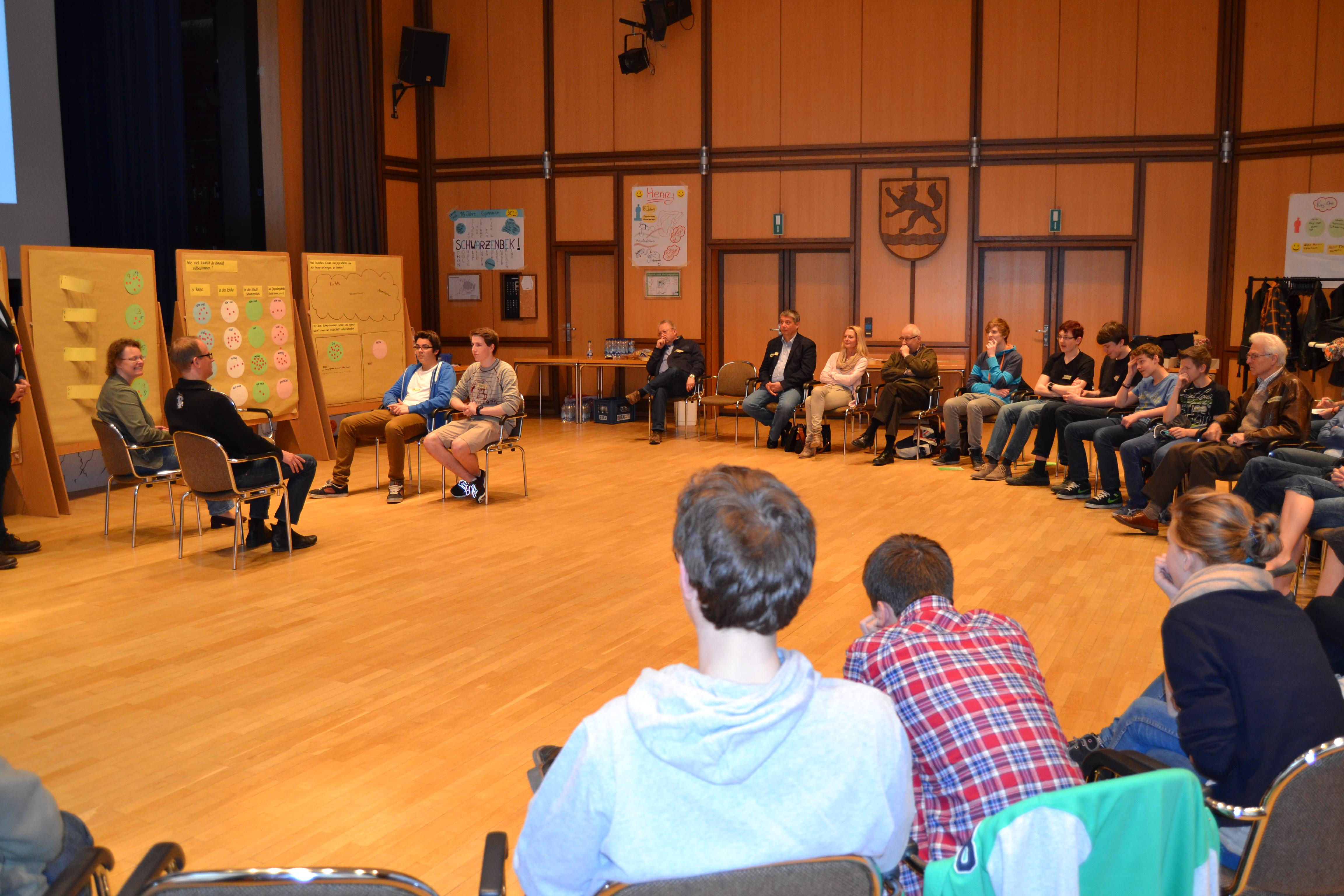 Präsentation und Dialog mit erwachsenen Entscheidungsträger*innen aus Politik und Verwaltung
